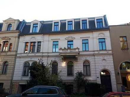 frisch renovierte 4-Zimmer-DG-Wohnung mit Balkon in Top-Lage