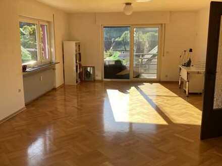 Sanierte Wohnung mit viereinhalb Zimmern sowie Balkon und Einbauküche in Haiterbach