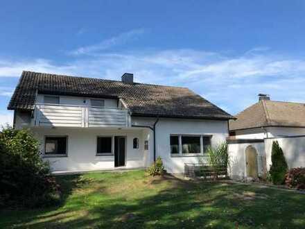 Großzügiges freistehendes Einfamilienhaus mit Garage und Carport