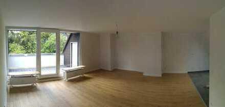 Erstbezug nach Sanierung mit Balkon: freundliche 2-Zimmer-DG-Wohnung in Essen Bedingrade