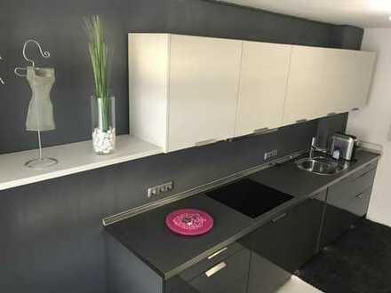 TOP Lage am Schloß 3-Zimmer-Wohnung mit Balkon & gehobener Einbauküche Zentral in Neuburg