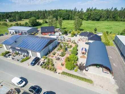 2 Gewerbehallen + 2 Wohnhäuser + 5.000 m² Grundstück + Mitten in Schleswig-Holstein