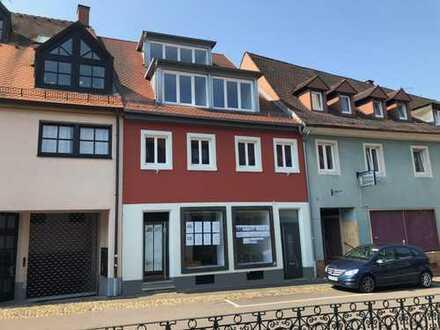 2 Zimmer im 2. OG mit Atelier direkt am Herderner Marktplatz