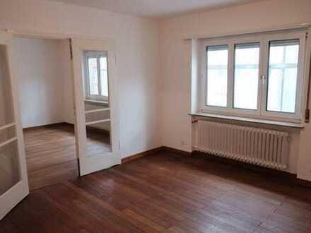 West-Wohnung,Top-Lage,renoviert,ruhig,Balkon,großzügig,hell,Parkett & Vinyl,hohe Decke,hinten grün
