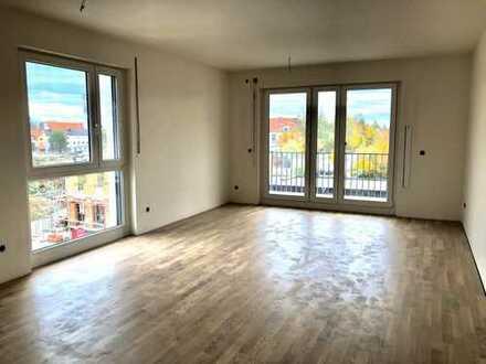 ! Neubau Erstbezug helle 2 ZKB Wohnung mit schönem Ausblick im 3. Stock