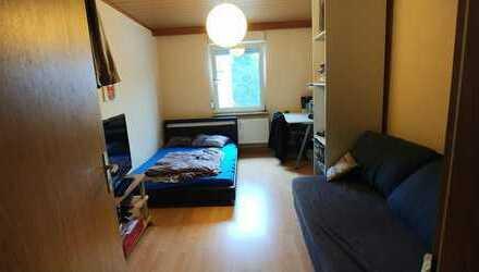 Helles Zimmer in 3er WG