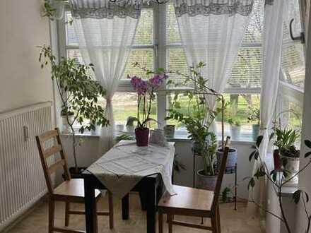 Neuwertige und helle 2-Zimmer-Wohnung mit Loggia am Rennplatz