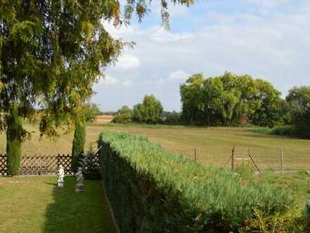 !!RESERVIERT!!Freistehendes Einfamilienhaus mit großem Grundstück und viel Potenzial