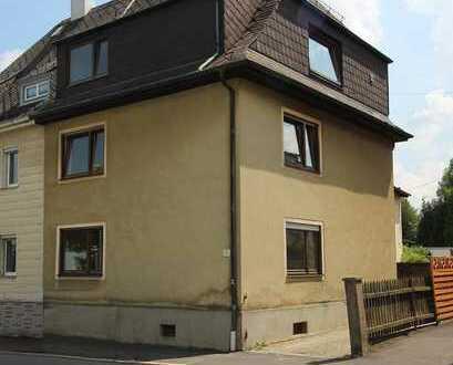 Renovierungsbedürftige Doppelhaushälfte mit Nebengebäude in guter Stadtlage von Marktredwitz