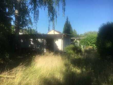 Grundstück mit Doppelgarage u. abrissreifem Wohnhaus