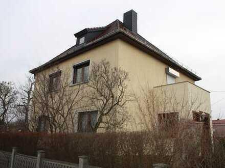 Einfamilienhaus mit Keller, Garten und Garagen westlich von Leipzig