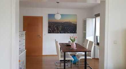 Großzügige helle 4,5-Zimmer Wohnung 1. OG in zentraler Lage mit Balkon