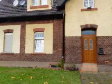 Schöne großzügige Zechenhaushälfte in ruhiger Lage mit acht Zimmern in Duisburg, Neumühl