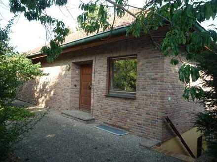 Freistehendes Einfamilienhaus mit Garten und Garage!