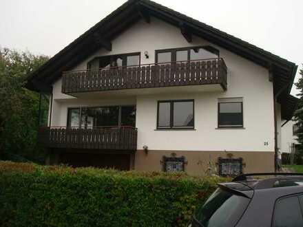 Ruhige sehr gut geschnittene 3 Dachgeschosszimmerwohnung mit schönem Balkon und Garten in super Lage