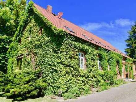 HORN IMMOBILIEN ++ 15 km bis Neubrandenburg Zweifamilienhaus in idyllischer Lage