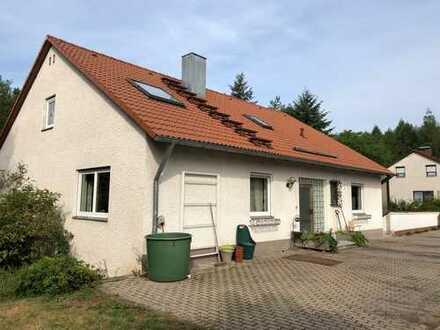 Einfamilienhaus mit großzügigem Garten und Einliegerwohnung