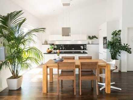 Neuwertige und lichtdurchflutete Wohnung mit hohen Decken (Provisionsfrei & Barrierefrei)