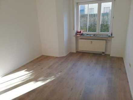 Erstbezug nach Sanierung: exklusive 2-Zimmer-Wohnung in Ichenhausen