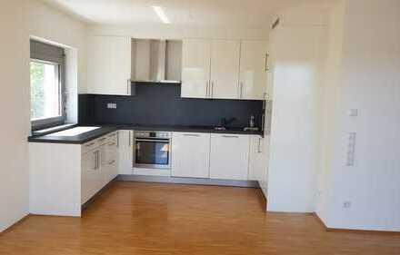 Lichtdurchflutete 2 Zimmer-Wohnung mit Einbauküche und Balkon