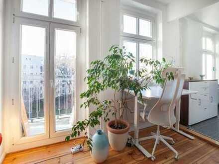 Lichtdurchflutetes Studioapartment: Idyllisch ruhige Lage mit Balkon und Blick ins Grüne