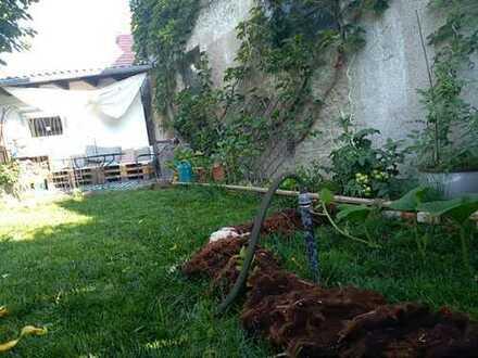 WG Zimmer in Haus mit Garten, Hund und Katern