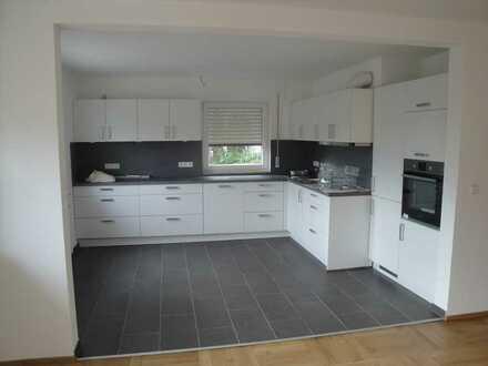 Erstbezug nach Sanierung mit Einbauküche und Balkon: schöne 3-Zimmer-EG-Wohnung in Plüderhausen