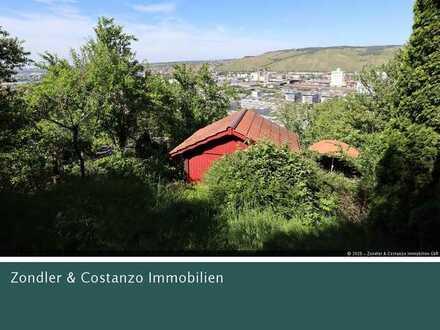 * TOLLE AUSSICHT! Schönes Gartengrundstück in Hanglage mit Häuschen, Terrasse und Pkw-Stpl. *