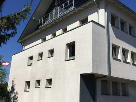 Hell, großzügig, schön, großer Balkon m. Parkblick, WG-geeignet, 2 Zi. TOP-Verkehrsanbindung