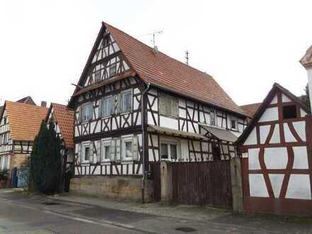 großzügiges Fachwerkhaus mit tollem Grundstück in Südlage