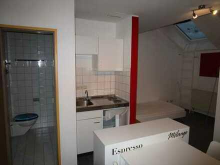 Gepflegte 1-Zimmer-DG-Wohnung mit EBK in Geislingen an der Steige
