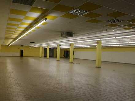 Ehemaliger REWE-Supermarkt m. Lager, Nebenräumen u. vielen Parkplätzen in gut frequentie