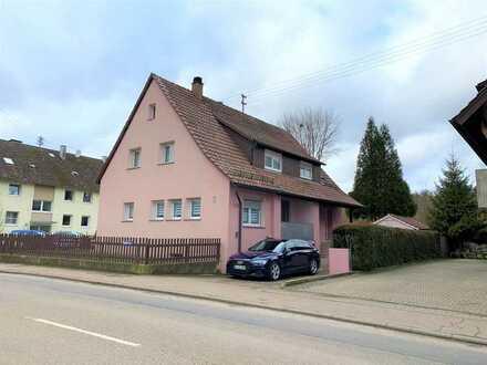 2- Familienhaus mit Garten, Garage und einem zusätzlichen Grundstück