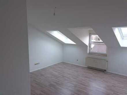 Helle, vollständig renovierte 2-Zimmer-Dachgeschosswohnung in Backnang
