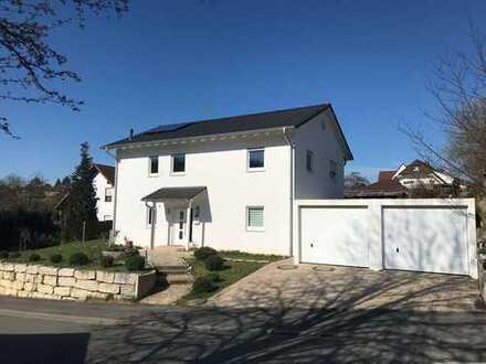 """Moderne """"Stadtvilla"""" aus 2012 mit 2 Vollgeschossen und 5 Schlafzimmern in sonniger Lage von Coburg"""