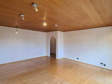 *** Großzügige 3 Zimmer-Wohnung in ruhiger Lage von Ditzingen-Hirschlanden! ***