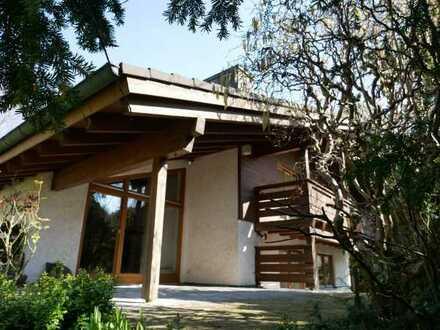 Außergewöhnliches Einfamilienhaus mit Einliegerwohnung auf idyllischem Grundstück!