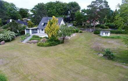 Einfamilienhaus + Baugrundstück in sehr ruhiger Flusslage