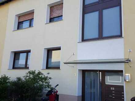 Modernisierte 3-Zimmer-Wohnung mit Balkon in In den Dehlen, Leverkusen