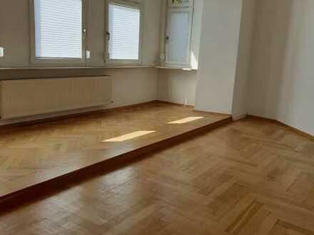 Erstbezug nach Sanierung: schöne, helle 4-Zimmer-Wohnung