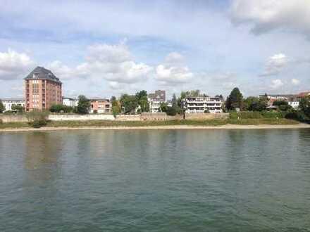 180 ° Rhein-Panoramablick mit 43 m² Sonnterrasse, kleinem Garten u. 2 Tiefgaragen in Köln-Sürth