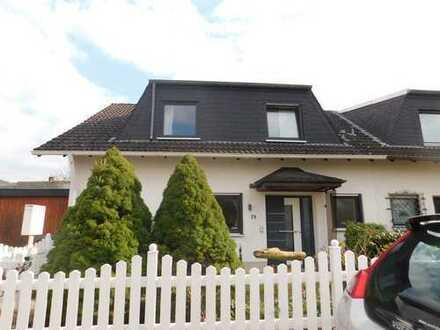 Modernisierte Doppelhaushälfte mit sechs Zimmern und Einbauküche in Koblenz-Metternich