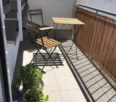Moderne und helle 2 Zimmer Wohnung mit Süd Balkon & EBK in Da-City