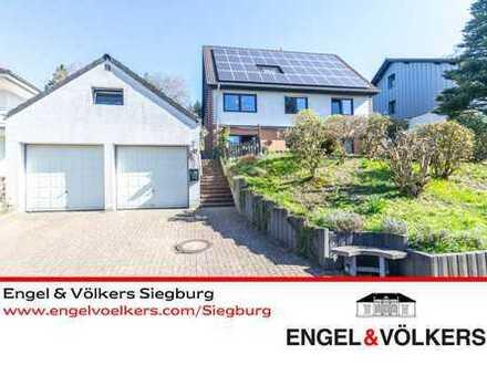 Engel & Völkers: Vielseitiges EFH am Ortsrand Muchs !