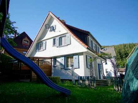 Wohnen, wo andere Urlaub machen - Freistehendes 2-Familien-Wohnhaus