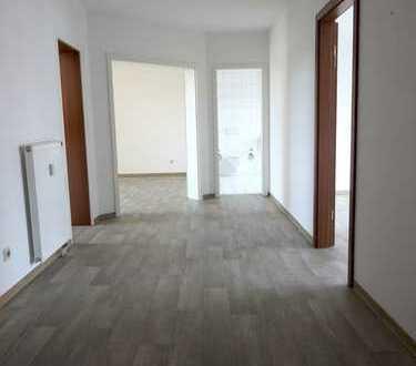 3Raum_85m² _Stellplatz_Balkon_Laminat_Badewanne_Küche/Bad mit Fenster