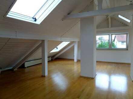 Sehr schöne, helle 3 ZKB Dachgeschosswohnung