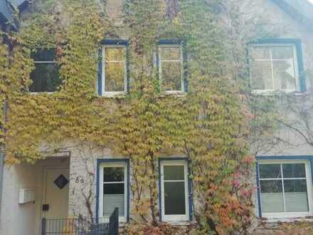 Einfamilienhaus mit Einliegerwohnung in bevorzugter Wohnlage