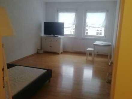 2 Zimmer Appartment, großes Zimmer, Bad und Küche möbliert, in Mitte
