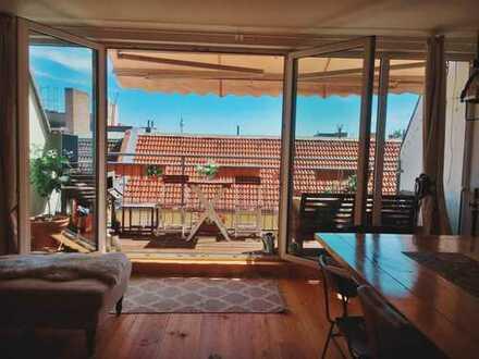 Prenzlauer Berg, großzügige 2-Zimmer-Dachgeschosswohnung mit Balkon und Einbauküche, Berlin
